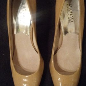 Michael Kors  MK Flex Kitten Heel Pumps. Size 9